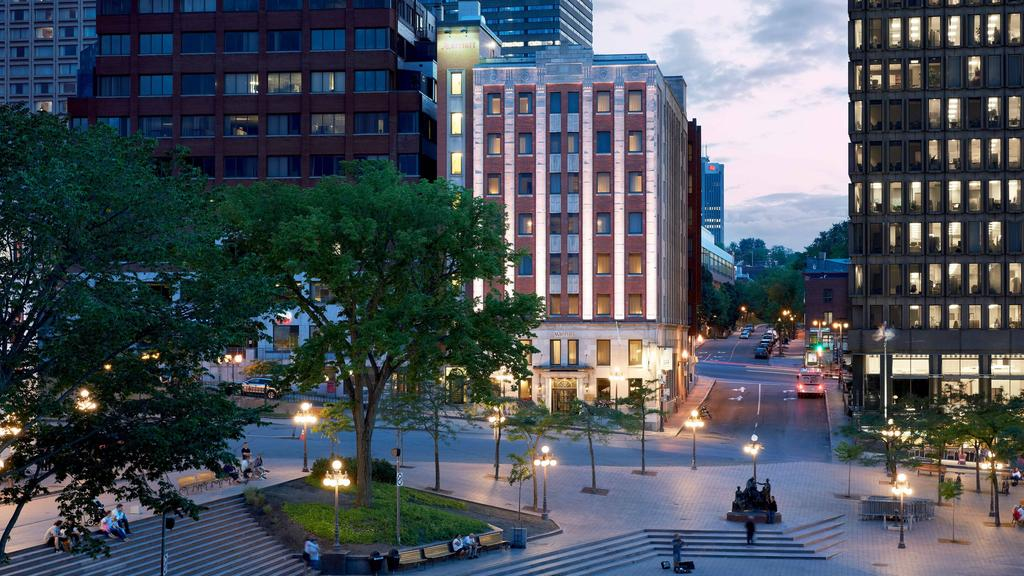 Apartment Hunting? Downtown or Suburbs? Pros & Cons... 1